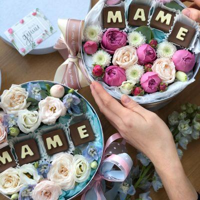 Коробка с цветами и Шоколадом «Маме»